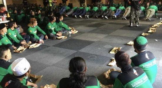 Para pekerja migran Indonesia di Taiwan sedang mengikuti Diklat Banser di Changhua